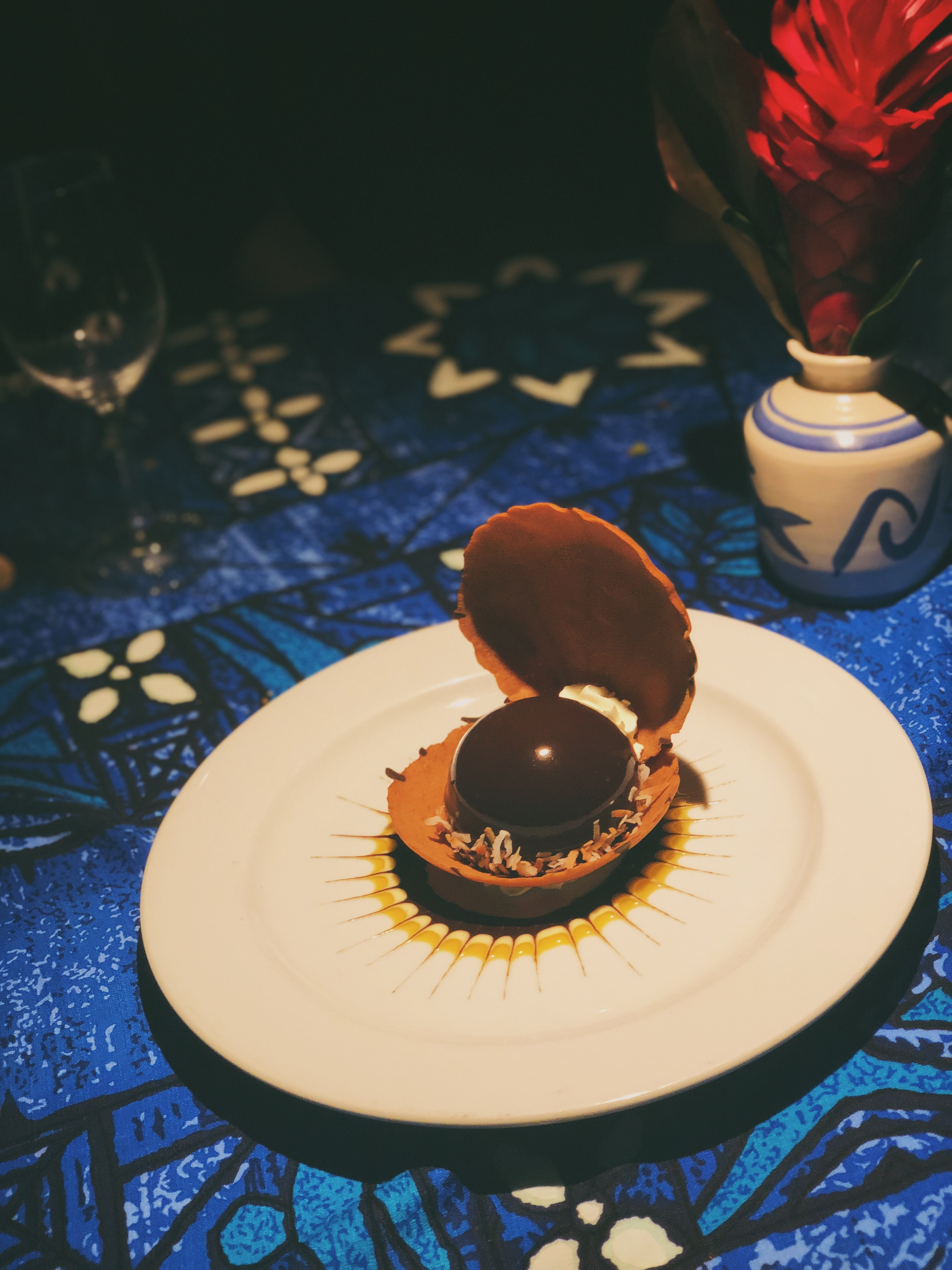 Polynesian Black Pearl: chocolate mousse